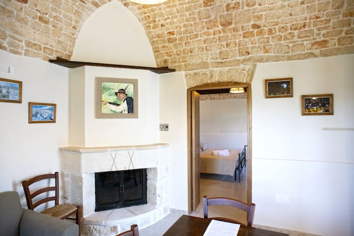 B&B IL BRIGANTE: old stone house in Alberobello.