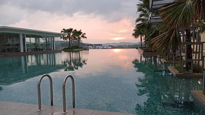 Sunset View by Infinity Pool @HomestayBonda Bangi