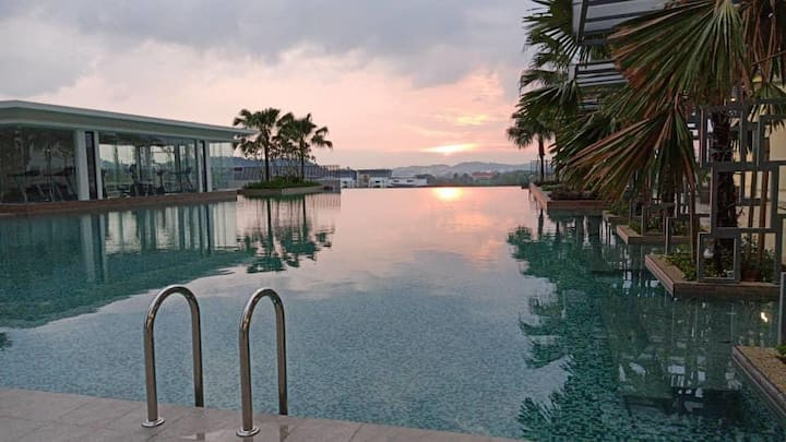 #1 Homestay di Bangi, SunsetView by InfinityPool