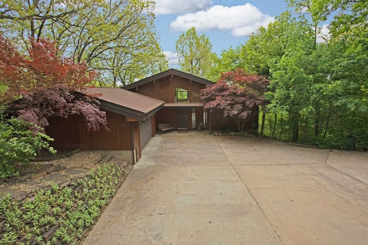 Spacious Tree House - Fayetteville - Casa