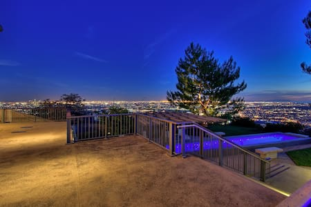 Sunset Estate with Dazzling Panoramic Views - Los Angeles - Villa - 2