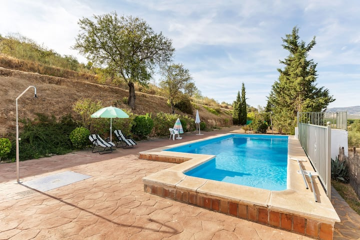 Cosy Mansion in Huétor-Tájar with Swimming Pool