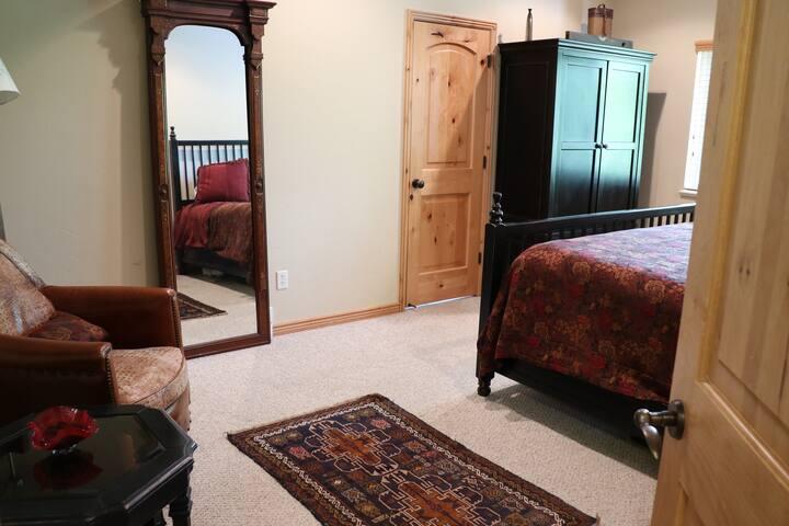 Main Floor master bedroom king with en-suite bath