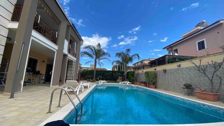 Mansarda con piscina privata a Siracusa