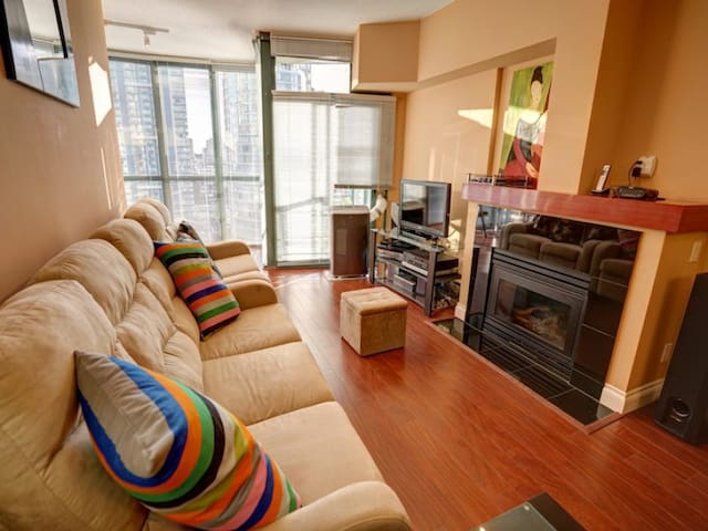 Coal Harbour -1 Bedroom Suit