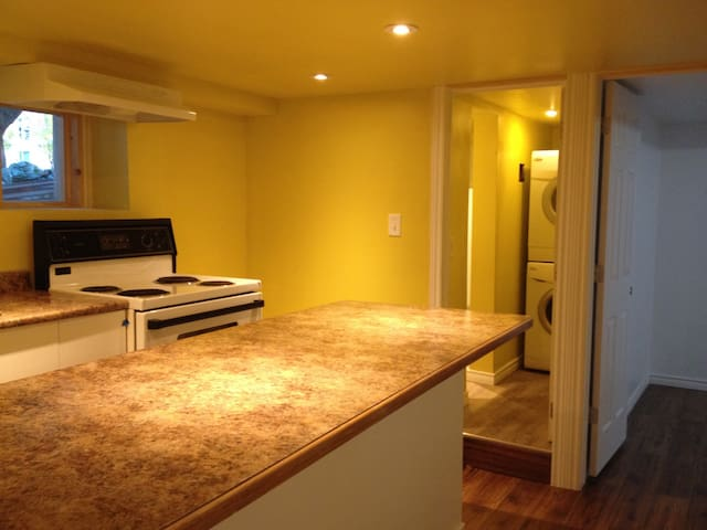 New & clean room in single house near downtown