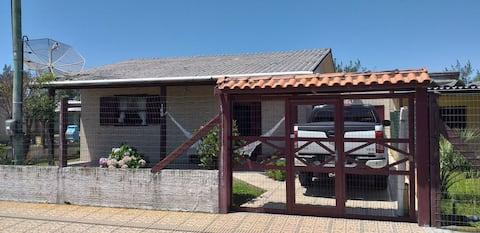 Ótima casa no centro,50 m mar 993881250