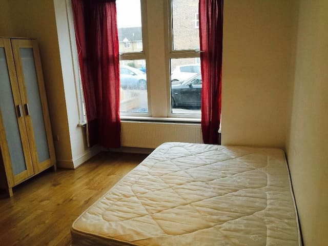 Fab room in London - Ilford