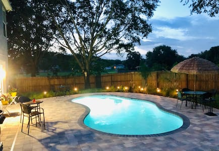 Paradise🏝Heated POOL, Hot Tub, BBQ & Fire Pit 🔥