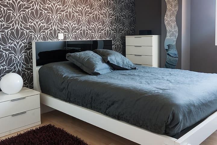 Dormitorio cama de doble.