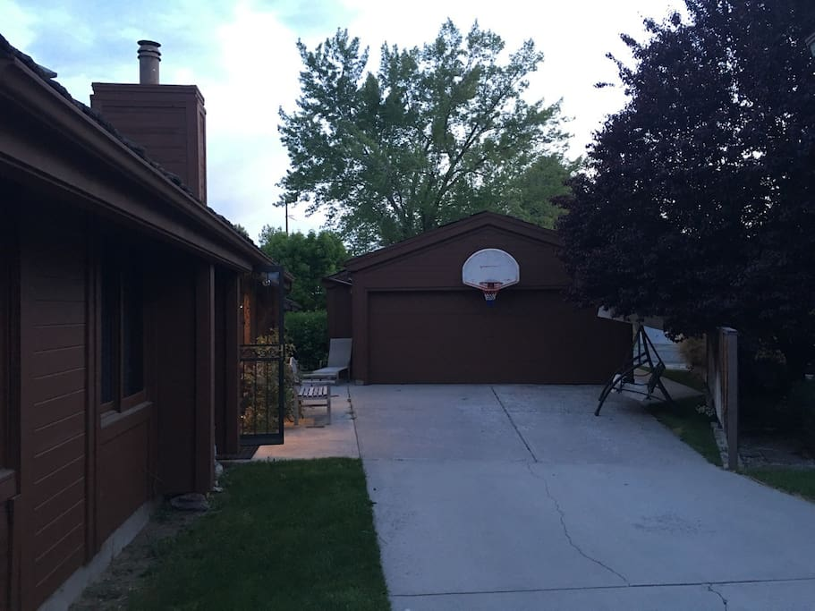 Driveway with parking for 2+ cars plus a Basketball Rim. Plenty of parking behind the garage as well.