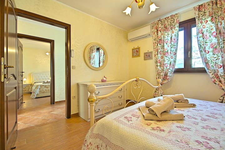 Lovely Villa Adry with 50 sqm pool and garden - Buje - Casa