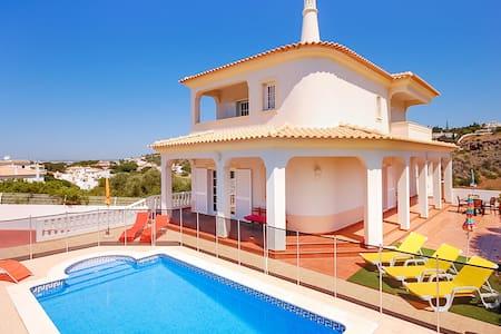 Villa Chris, (gated) pool, games room, WiFi, Airco - Albufeira - Casa de camp