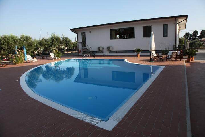 Medimare Residence Club con piscina relax