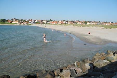 Hundested- Lynæs tæt på strand og hyggelige havne. - Hundested