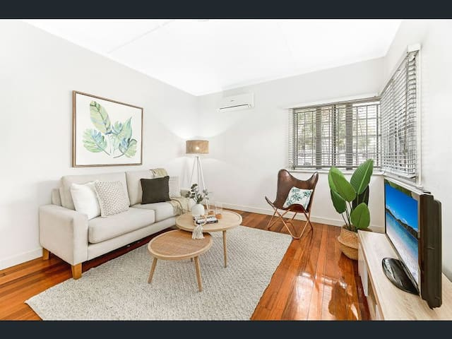 1 BDR/KING BED/GUEST HOUSE