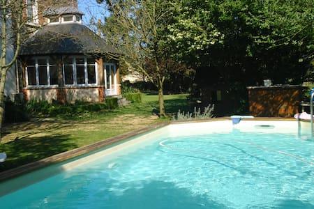 Chambre dans maison de maître - Noyal-Châtillon-sur-Seiche - Bed & Breakfast