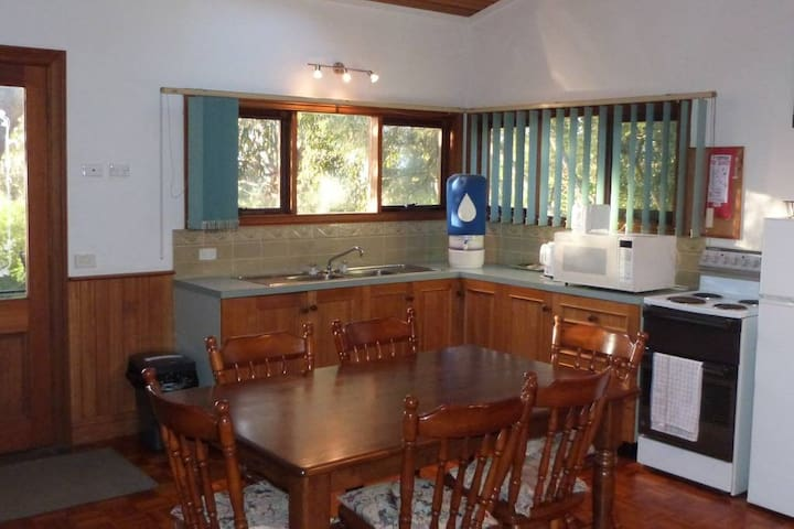 A large self contained 2BR family Villa with full kitchen facilities on its own fully fenced pet friendly block of land