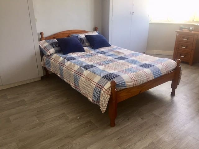 Spacious  bedroom in Ballsbridge Dublin 4 near RDS
