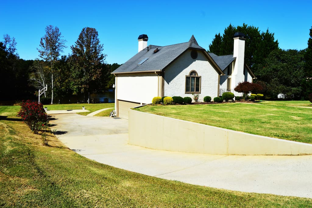 Private Driveway, Basketball Court, Guest Entry