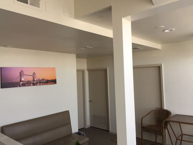 Oakland/Convention Center/ Chinatown/2Bed-subfloor
