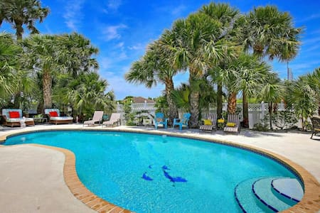 The Beach, A Pool, A Masterpiece - Juno Beach - Casa