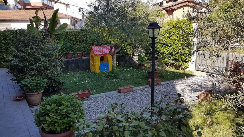 La Casa col Giardino - Piano di Valeriano-bottagna - Byt