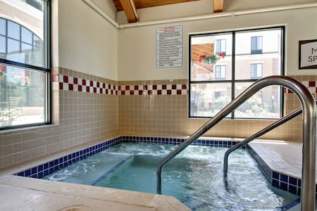 Free Breakfast. Pool and Hot Tub. Downtown Location. Great for Business Travelers!