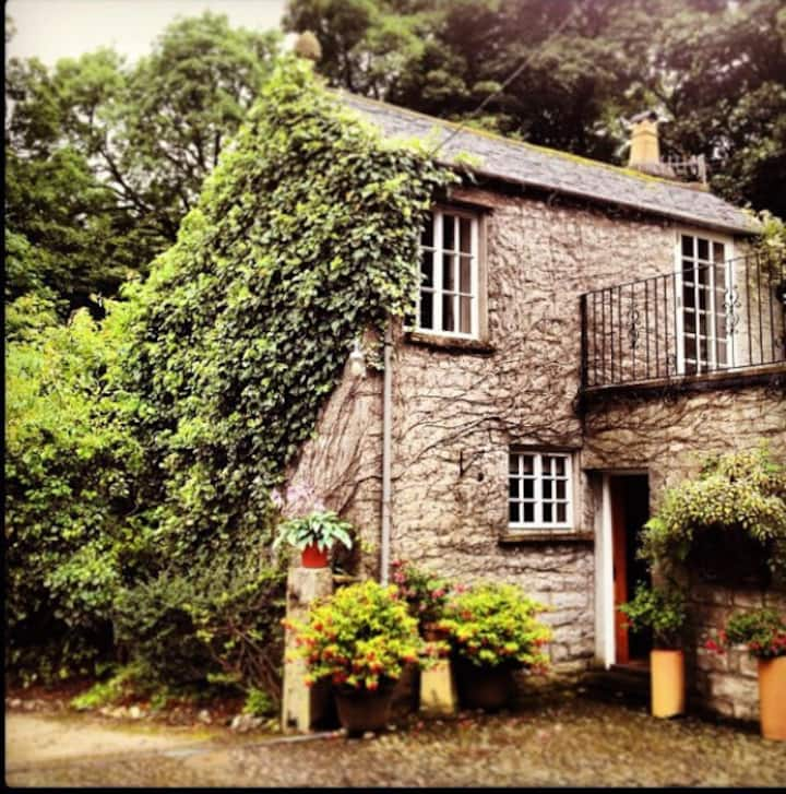 The Stable Boys Cottage @ Curwen Woods  *SECLUDED*