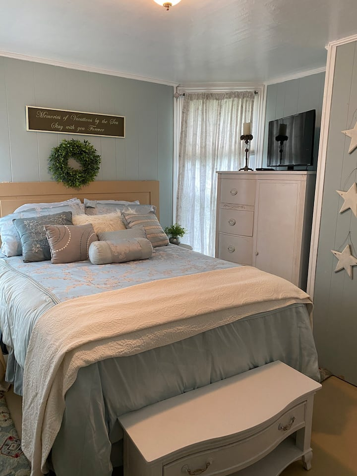 Whimsical and Wonderful Retreat Room Near  Ocean