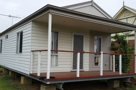 Close to Melb Airport Free Wifi Cabin 100% private