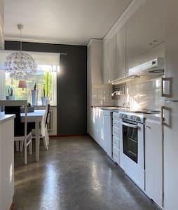 Stor lägenhet centralt med egen tvättstuga.