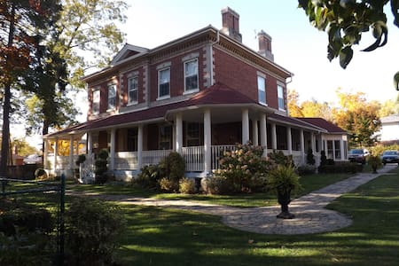 Bed and Breakfast in Century Home - Whitby - Bed & Breakfast