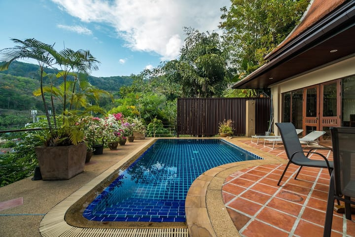 Nakatani B - private pool villa near beach (2 bedroom, can be 4!)
