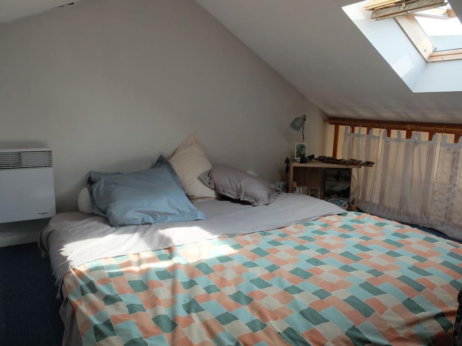 lit sous les toits avec velux