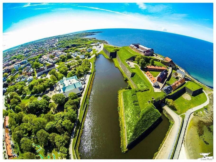 Inspirationsbild: Varberg, med dess kust, stadskärna och vår fästning