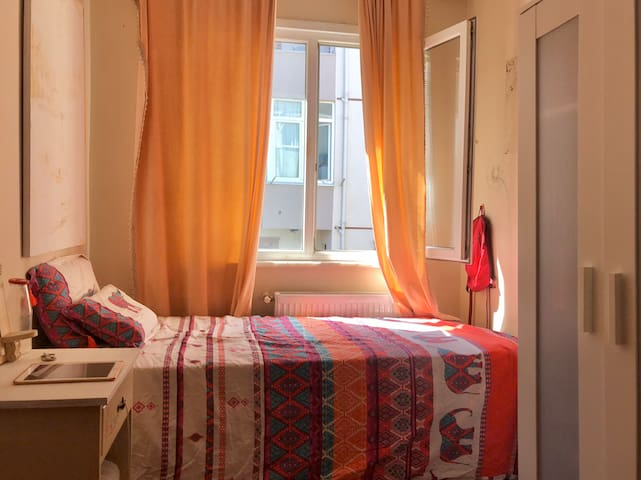 A cute single room. At a very low price.