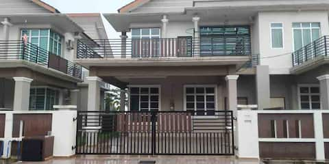 2 Storey House 4 rooms in Kerteh - No Aircond