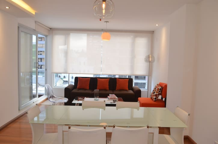 Modern 3 BD apartment, central location w. parking - Quito - Lakás
