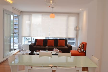 Modern 3 BD apartment, central location w. parking - Quito