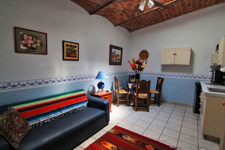 Central, spacious and charming guesthouse suite