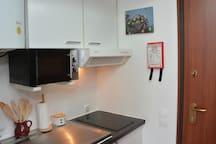 Kitchenette, Stove, Microwave