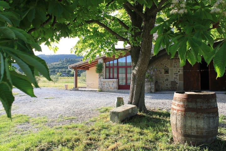 Charmant gîte au cœur des vignes - Nébian - Casa