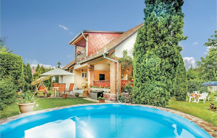 Holiday apartment with 3 bedrooms on 100m² in Balatonalmadi
