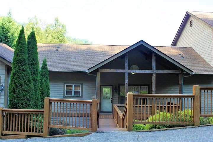Beautiful & Cozy Mountain Condo in Gated Resort