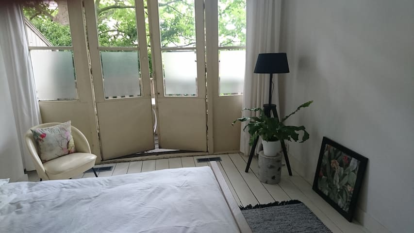 Lovely private room with balcony near the city centre
