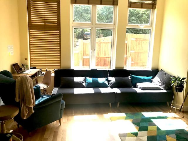 Cosy private room right next to Wimbledon Park