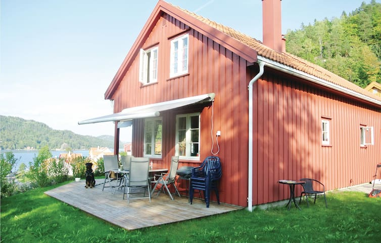 Holiday cottage with 4 bedrooms on 99 m² in Risør