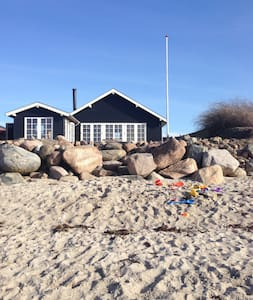 Sommerhus i første række, sauna og egen strand