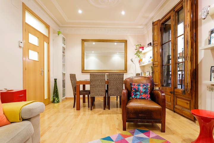 Rooms in Old Town, Renewed-Charm Apartment